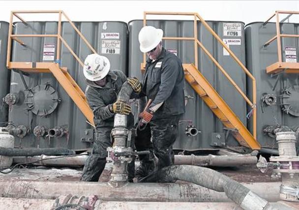 Una planta de extracción de hidrocarburos con fracking, en Dakota del Norte.