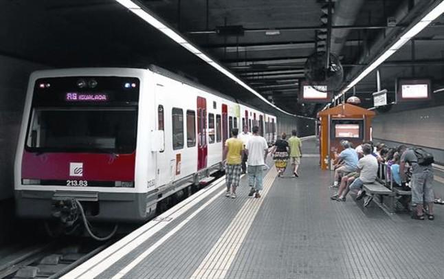 Estación de Ferrocarrils de la Generalitat de la plaza de Espanya, que desde el 2013 ofrece más conectividad.