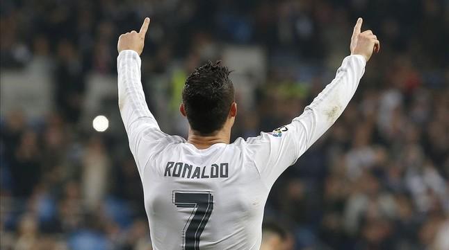 Cristiano Ronaldo celebra uno de sus goles al Espanyol en el Bernabéu.
