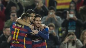 Neymar, Suárez y Messi celebran un gol.