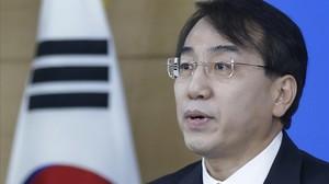 Lee Sukjoon, Ministro de Coordinación Política de Corea del Sur, anunciando sanciones contra Corea del Norte por las pruebas nucleares.