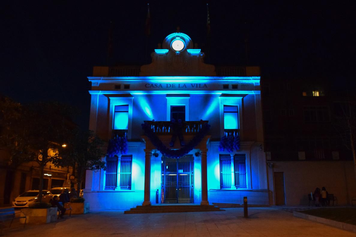 El ayuntamiento de Rubí, iluminado.