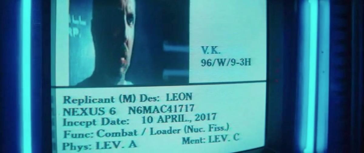 Ficha y rostro del replicante Leon Kowalski, en Blade Runner, donde se ve la fecha de su creación.