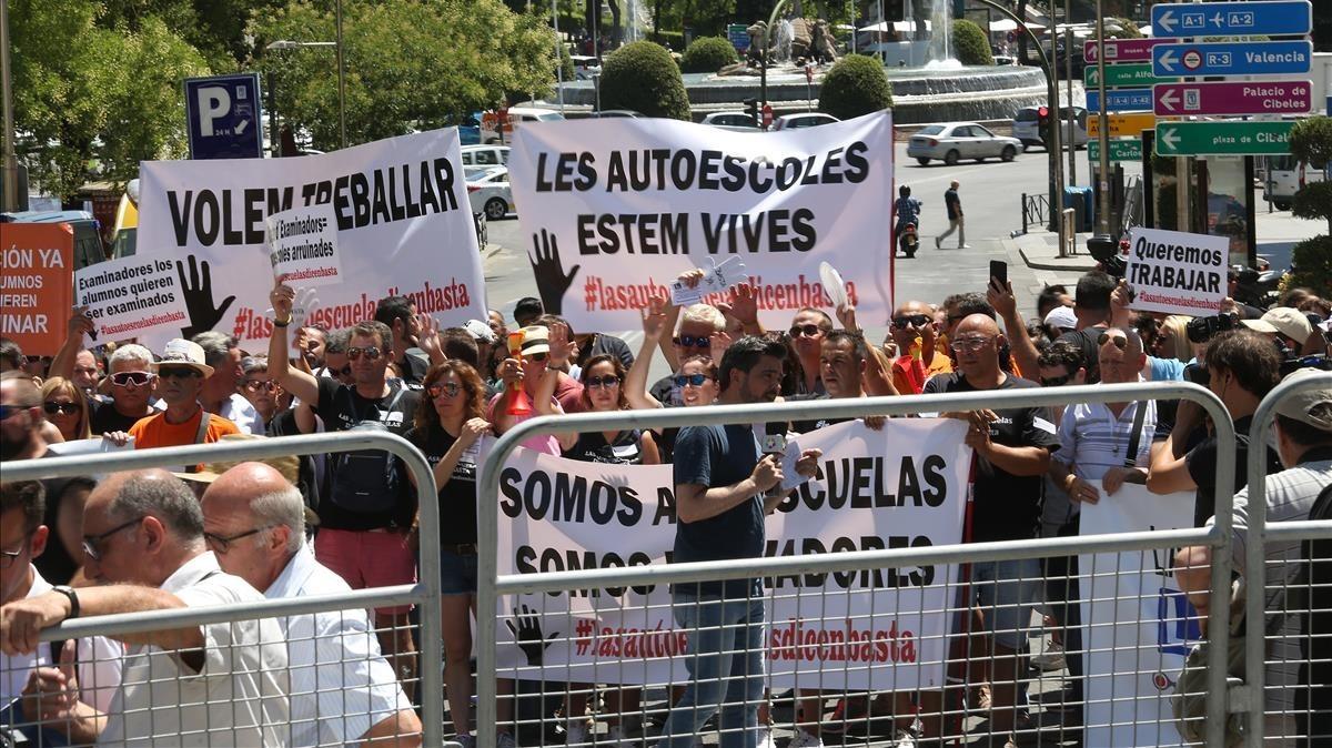Protesta de trabajadores de autoescuelas en Madrid