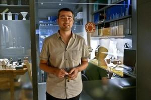Manel Capdevila, en la joyería familiar ubicada en Consell de Cent, 320.