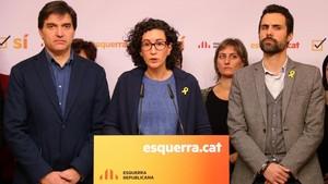 Marta Rovira junto a Sergi Sabria y Roger Torrent.