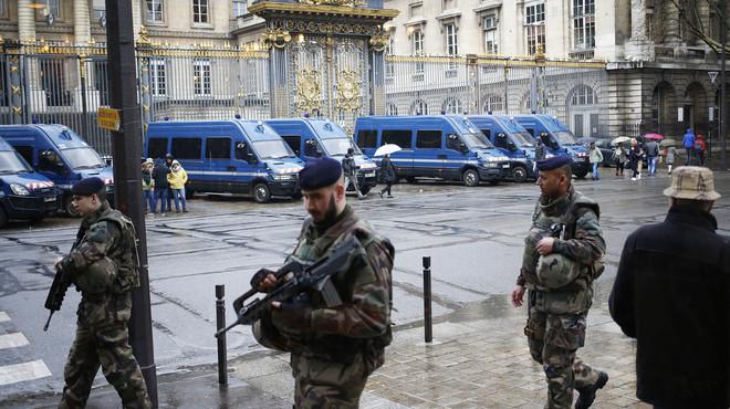 La policia francesa troba un arsenal d'armes i explosius al pis d'un detingut que pretenia atemptar a París