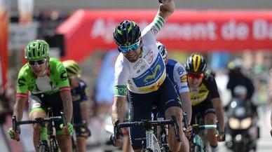 Alejandro Valverde se impone en la meta de Barcelona de la Volta.