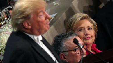 Clinton i Trump intercanvien pulles en un sopar de caritat