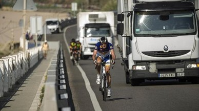 Muere un ciclista y otro resulta herido arrollados por un turismo en Teruel