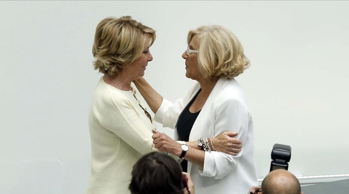 Carmena invita a Aguirre a dejar su cargo ante el nuevo escándalo de corrupción