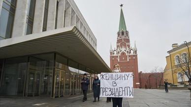La policía detiene a varias feministas por introducirse en el Kremlin con pancartas reivindicativas