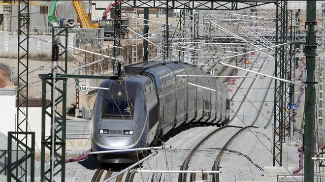 Els trens de passatgers que circulen pel túnel del Pertús són la meitat dels previstos