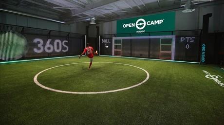 Imagen virtual de un juego de f�tbol que se podr� practicar en el Open Camp.