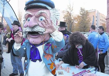 Imatge de l'Home dels Nassos en plena actuació l'any passat.