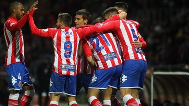 Los jugadores del Girona celebran el primer gol ante el Córdoba.