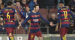 Messi celebra su gol con Neymar.
