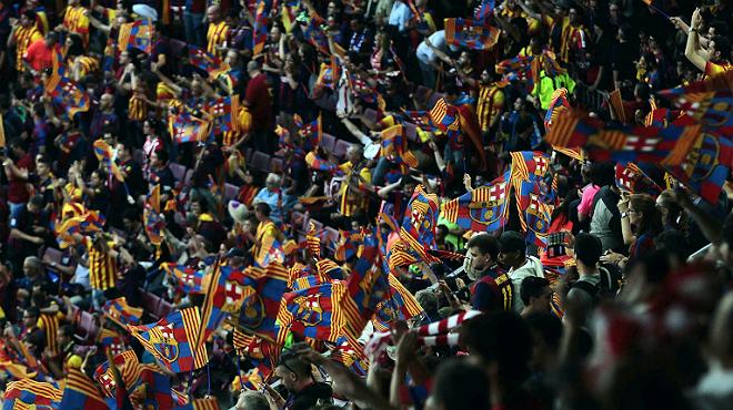 La escena de la pitada al himno espa�ol en la final de la Copa del Rey, vista desde las gradas del Camp Nou.