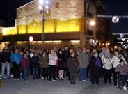 Decenas de vecinos se concentraron ante la sede del Ayuntamiento de La Pobla de Mafumet para condenar el crimen machista, el pasado diciembre.