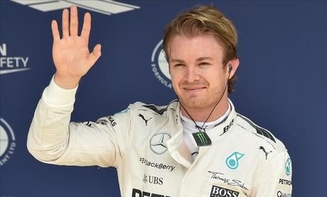 Rosberg celebra su 'pole' en Brasil.