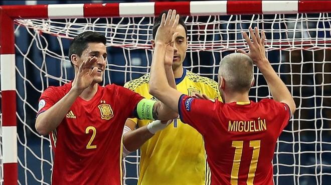 Ortiz, Sedano y Miguel�n celebran el pase a la final.