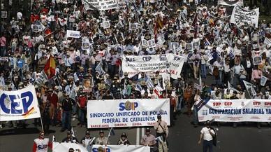 """Cinc sindicats amenacen amb """"mobilitzacions"""" si no s'apuja el sou a la Policia"""