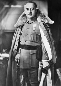 Francisco Franco del libro 'A golpe de sable' de Gabriel Cardona.