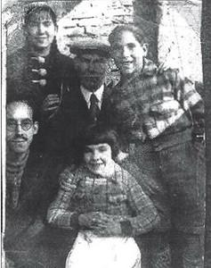 Membres de la família Arcarazo, abans de la guerra. A la dreta, Luis, i davant, Elena.