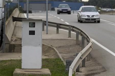 Un radar fijo de Trànsit instalado en la carretera C-352, ayer.