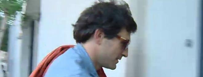 Oleguer Pujol torna a casa despr�s de negar-se a declarar a comissaria.