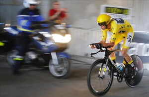 segea39407953 britain s chris froome wearing the overall leader s yellow 170722192628