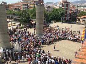 Concentración de solidaridad con las víctimas de Barcelona en Santa Coloma.