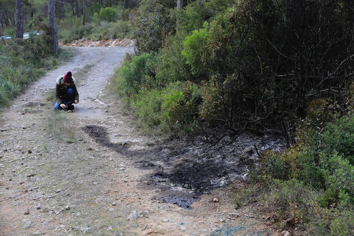 Hallado un cadáver carbonizado en un camino de Begues