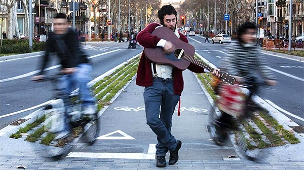 El cantautor interpreta 'Viure amb tu' en exclusiva para EL PERI�DICO