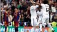 Alegría blanca. Marcelo celebra con su compañero Sergio Ramos el penalti que le pitaron tras una entrada dentro del área de Dani Alves.
