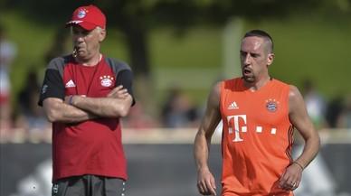 Carlo Ancelotti y Franck Rib�ry, en un entrenamiento del Bayern.