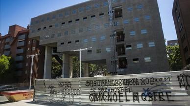 La consulta vecinal de Vila Olímpica rechaza la apertura del macroalbergue