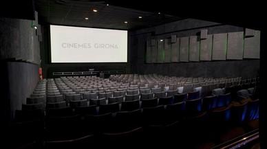 Interior de una de las salas de los Cinemes Girona.