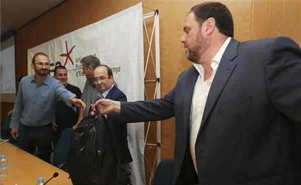Oriol Junqueras (ERC) habla sobre el federalismo en la sede de CCOO en Barcelona, donde tambi�n estaban Herrera (ICV) e Iceta (PSC).
