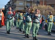 Legionarios llevan al Cristo de la buena muerte por las calles de L'Hospitalet durante la procesi�n del a�o pasado.
