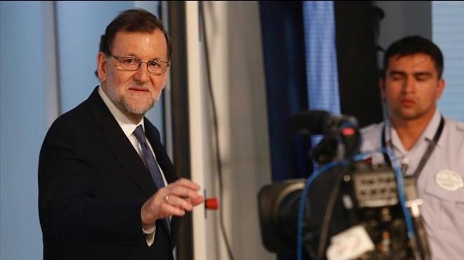 """Rajoy resisteix a la defensiva contra la """"inquisició"""""""
