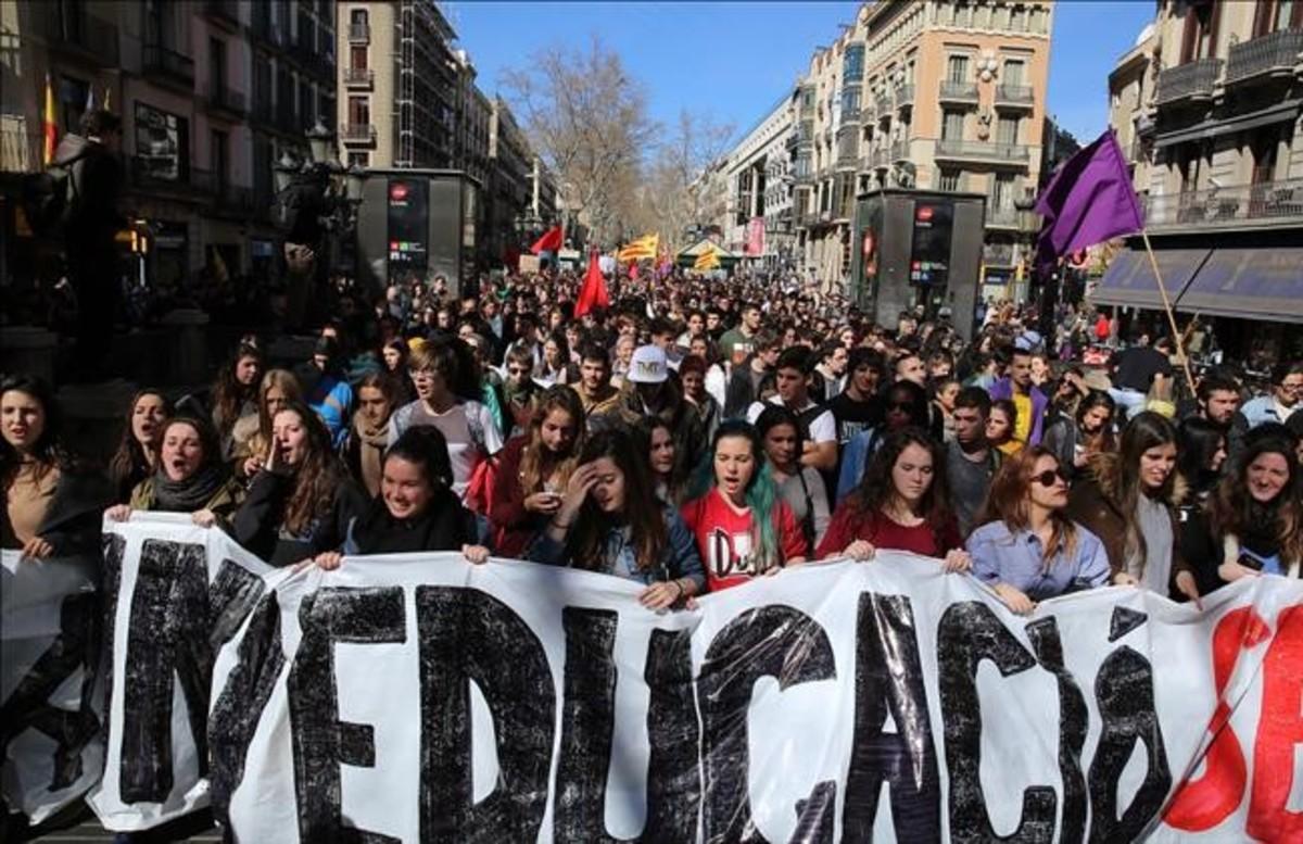 Los estudiantes catalanes convocan una marcha este jueves para pedir abaratar la universidad