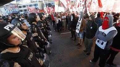 Una huelga general paraliza Argentina y da un aviso a Macri