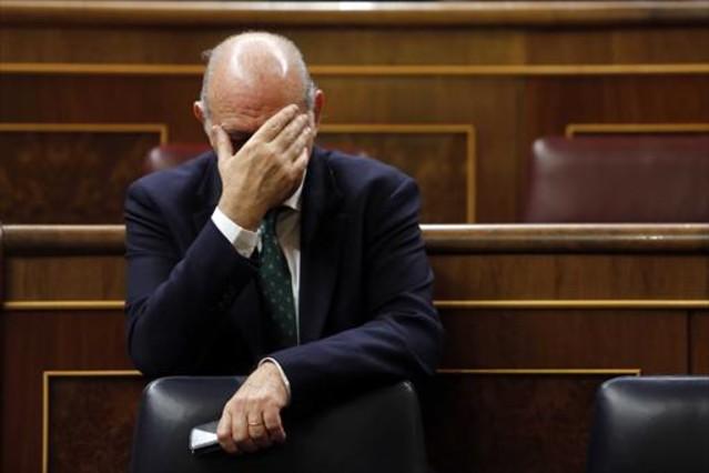 Jorge fern ndez d az contesta a les cr tiques de colau for Ministre interior