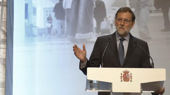 """Rajoy en Barcelona: """"Les pido y les ofrezco un diálogo sensato en aras del bien común de los catalanes""""."""