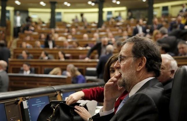 El PP intenta activar ya su artillería parlamentaria contra el PSOE