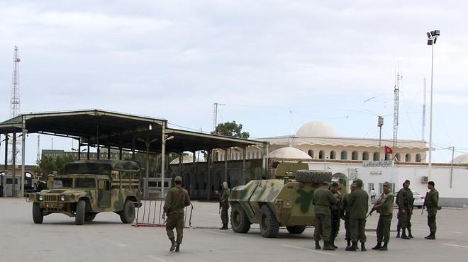 Almenys 24 morts en un atac gihadista al sud de Tunísia