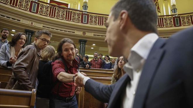 """Podem crida a la """"prudència"""" i el PSOE espera que la """"mobilització"""" eviti el 'sorpasso'"""