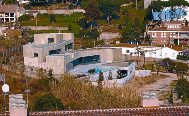 photo: house/residence of cool beautiful talented  25 million earning Esplugues de Llobregat, Barcelona, España-resident