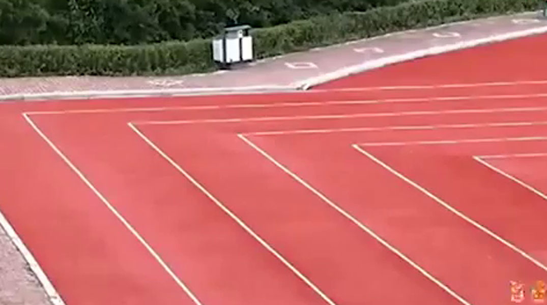 China construye la primera pista de atletismo rectangular